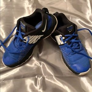 Boys Nike 3y blue and black hustle quick shoes